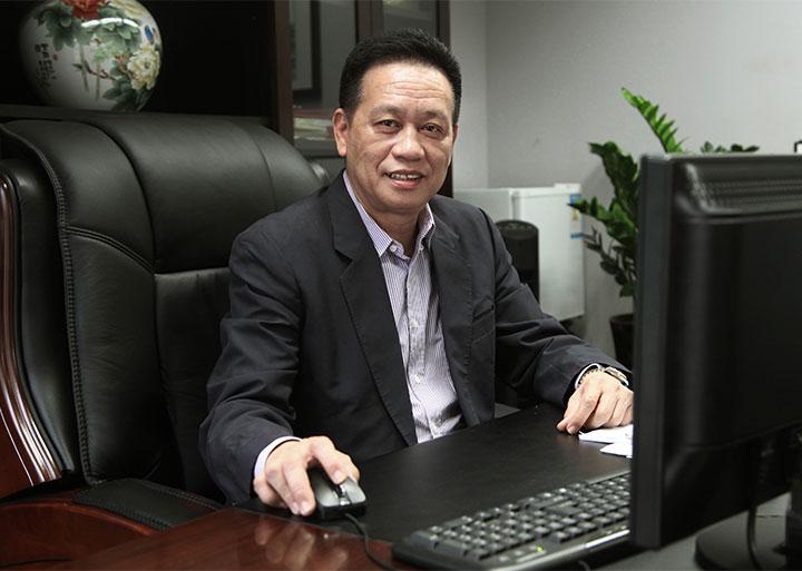 刘以兴(高级总裁兼玉双公司总经理)